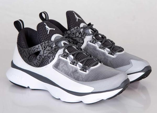 Jordan Flight Runner White Black Anthracite Metallic Silver (3)