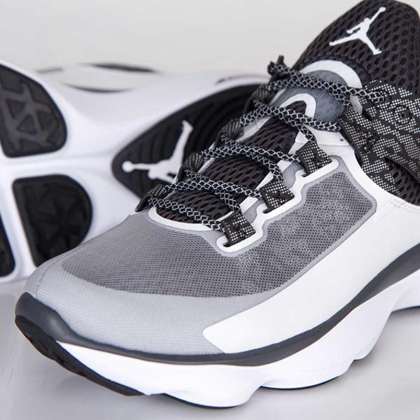 Jordan Flight Runner White Black Anthracite Metallic Silver (7)