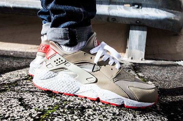 Nike Air Huarache Light Beige Laser Crimson (4)