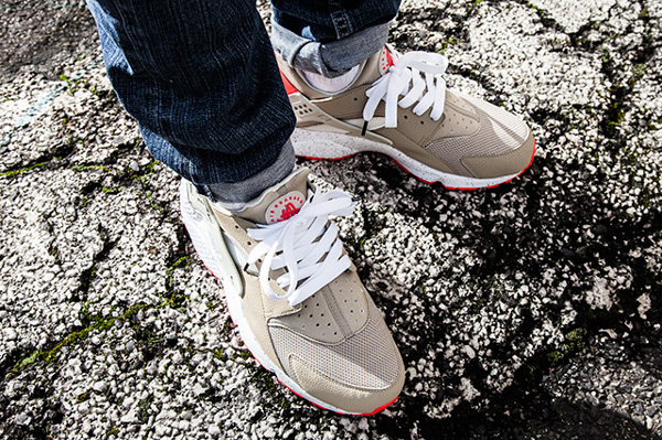 Nike Air Huarache Light Beige Laser Crimson (5)
