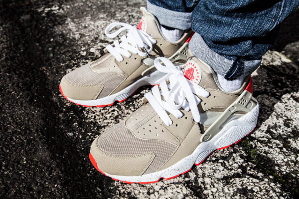 Nike Air Huarache Light Beige Laser Crimson (6)