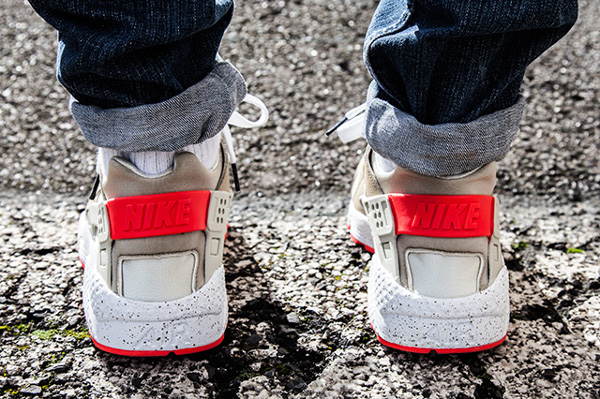 Nike Air Huarache Light Beige Laser Crimson (7)