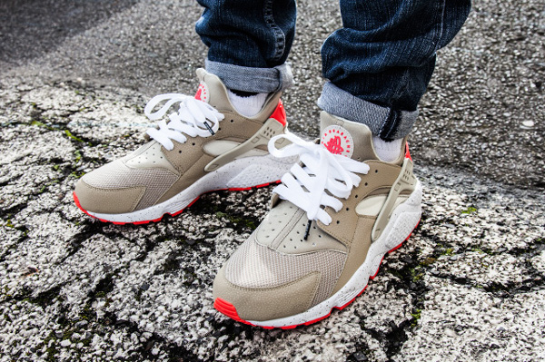 Nike Air Huarache Light Beige Laser Crimson (8)