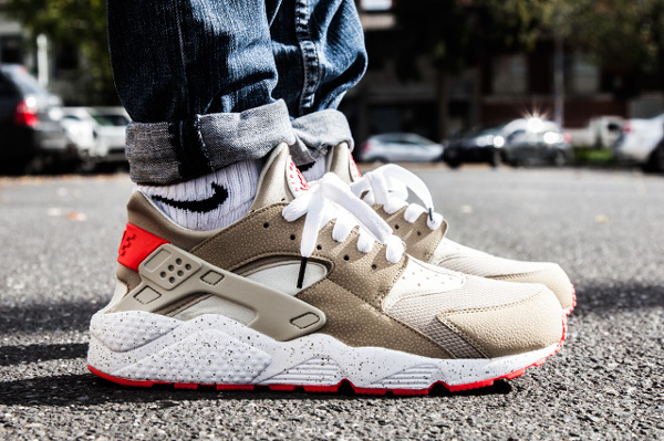 Nike Air Huarache Light Beige Laser Crimson (9)
