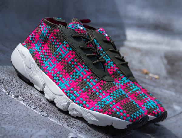 Nike Air Footscape Desert Chukka Hyper Pink