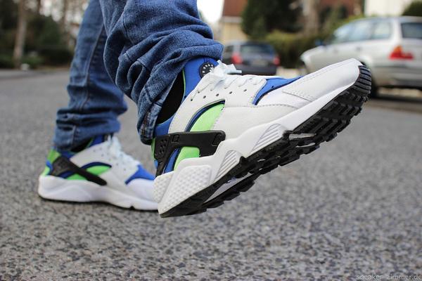 Nike Air Huarache 'Scream Green' 2014 aux pieds (2)
