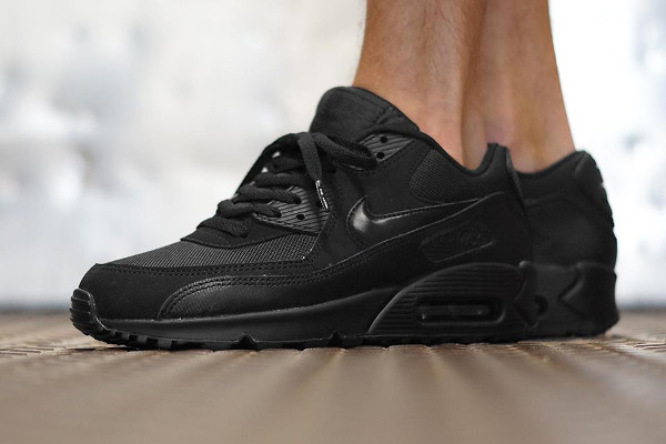 Nike Air Max 90 Essential : toute son actualité | Sneakers actus