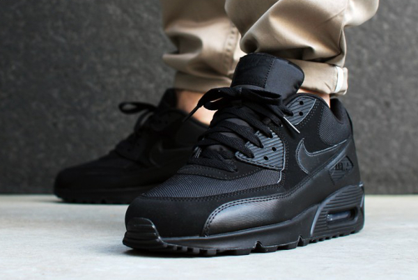 nike air max 90 triple black