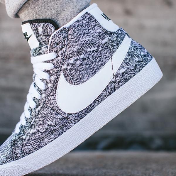 Nike Blazer Mid QS Marble Mesh aux pieds (1)