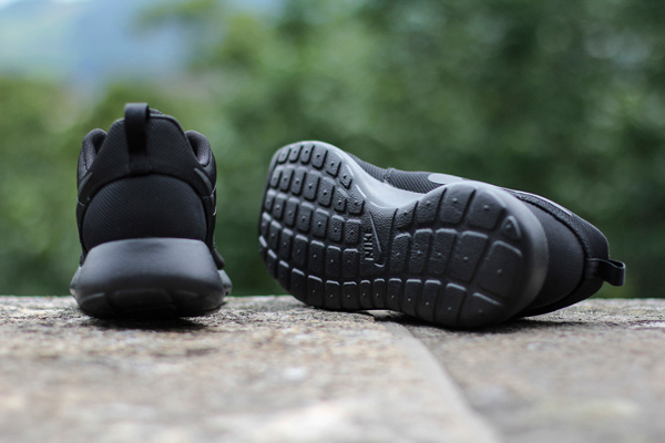 Nike Roshe Run 'Triple Black'-2
