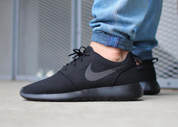 Nike Roshe Run Triple Black 2015 (homme)