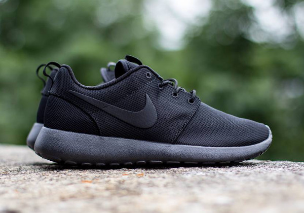 Nike Roshe Run 'Triple Black'-4