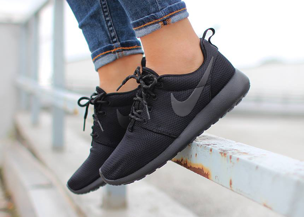 Nike Wmns Roshe One Triple Black (4)
