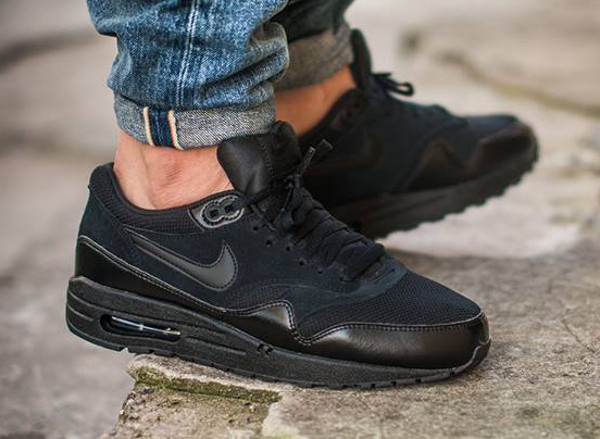 Nike Air Max 1 Essential Triple Black 537383-020 aux pieds