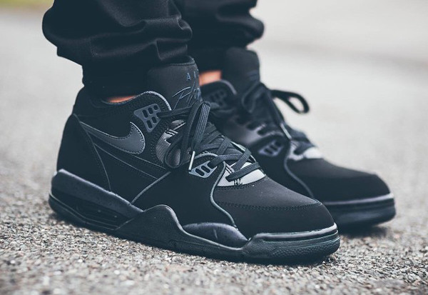 ... nike flight 89 triple black aux pieds nike air .