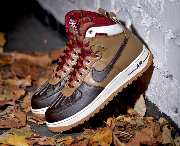 Nike Air Force 1 Duckboot Umber Velvet Brown Sail Team Red (3)