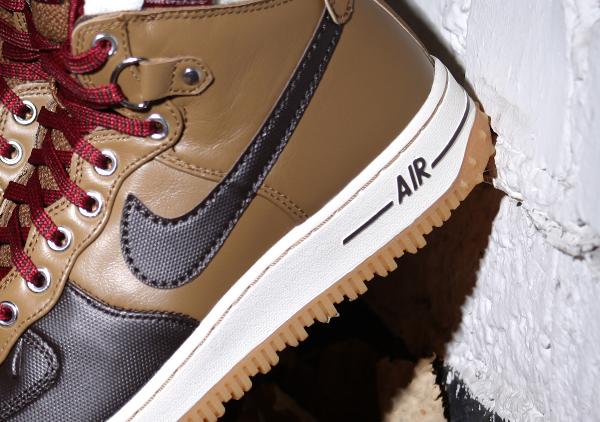 Nike Air Force 1 Duckboot Umber Velvet Brown Sail Team Red (5)