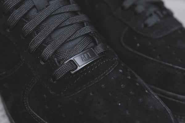 Où acheter la Nike Air Force 1 Low Suede Triple Black ?