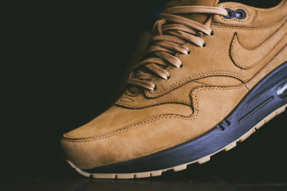 Nike Air Max 1 Flax Wheat aux pieds (3)