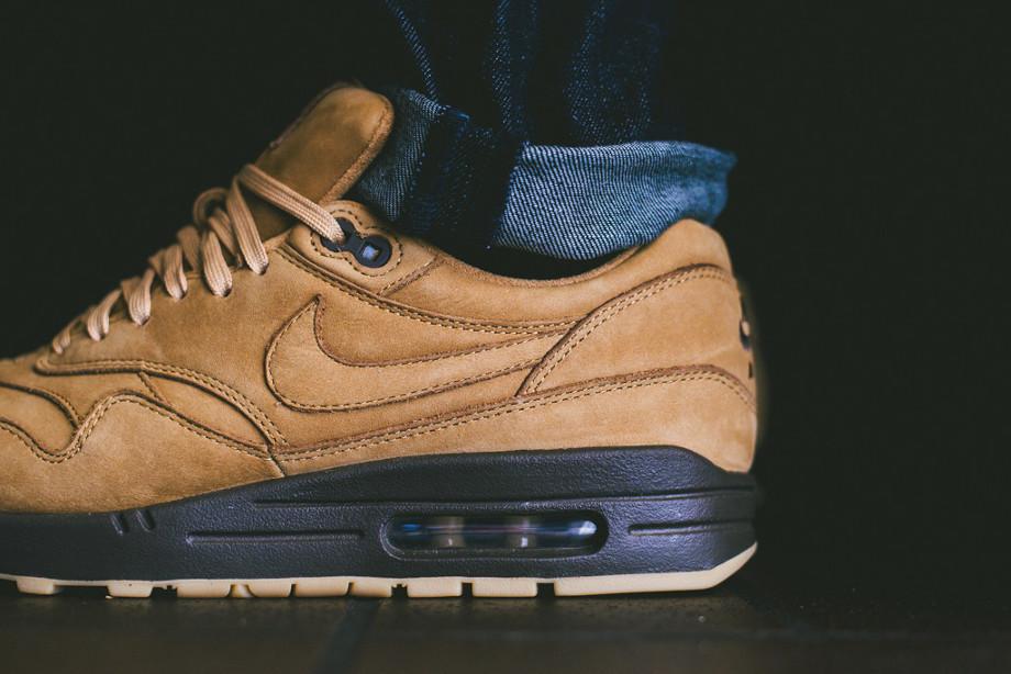 Nike Air Max 1 Flax Wheat aux pieds (4)
