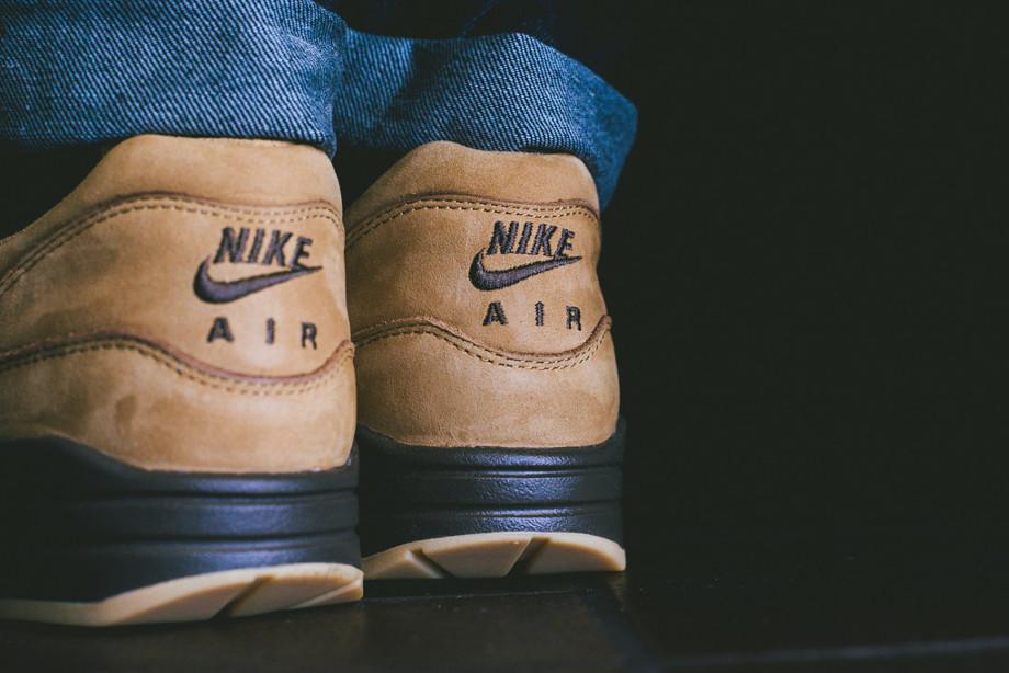 Nike Air Max 1 Flax Wheat aux pieds (5)