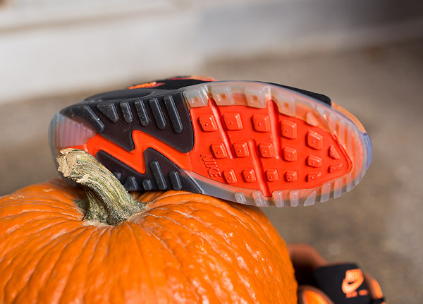 Nike Air Max 90 Ice Halloween QS (8)