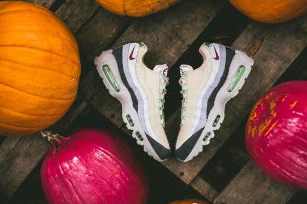 Nike Air Max 95 Halloween (Beige Green) (1)