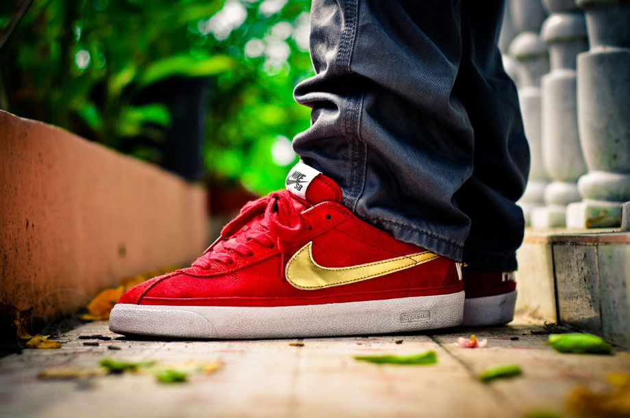 11-Nike SB Bruin x Supreme Red - Whoretaleza