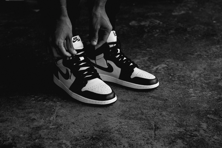 Air Jordan 1 High OG 1985 Black White (Retro 2014) aux pieds (1)
