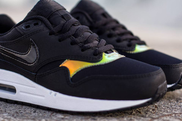 Nike Air Max 1 GS Iridescent couv 1