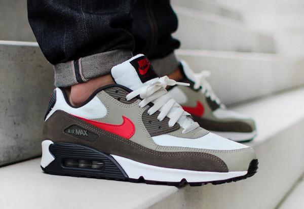 regard détaillé 0943e ef6a5 Nike Air Max 90 Essential : toute son actualité | Sneakers-actus