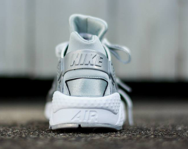 Nike Wmns Air Huarache SE 'Metallic Silver'