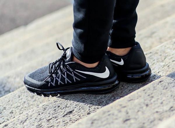 Nike Air Max 2015 Black White aux pieds (1)