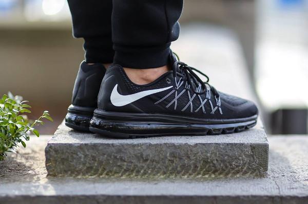 Nike Air Max 2015 Black White aux pieds (2)