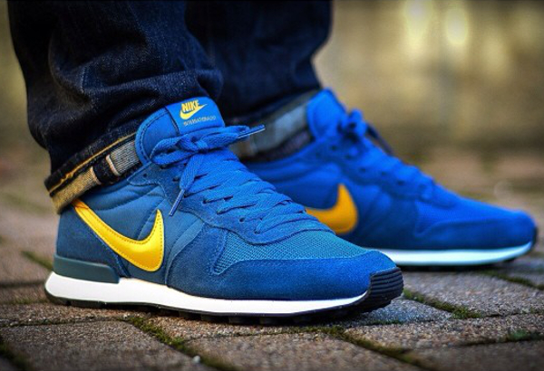 nike internationalist bleu jaune