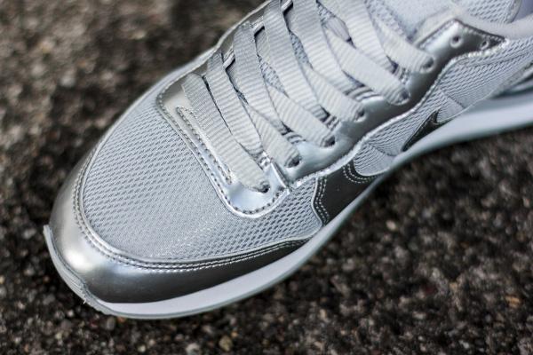Nike Internationalist Metallic Silver (3)
