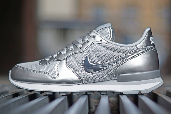 nike internationalist femme metallic silver
