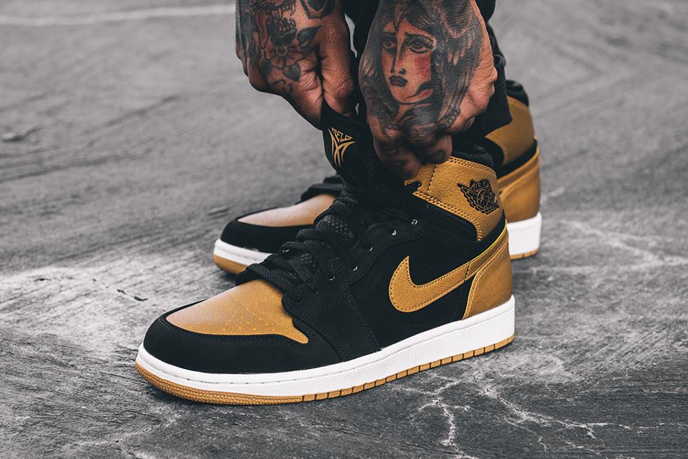 Air Jordan 1 High Retro 'Anthony Melo' aux pieds  (1)