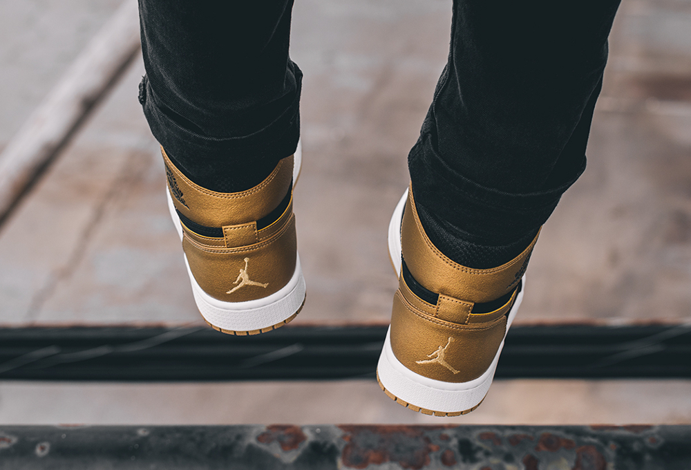 Air Jordan 1 High Retro 'Anthony Melo' aux pieds  (4)