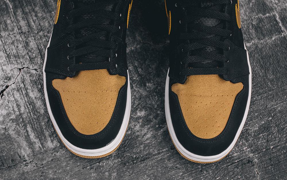 Air Jordan 1 High Retro 'Anthony Melo' aux pieds  (5)