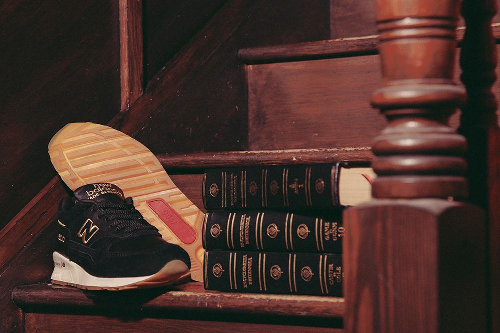 New Balance 1500 x Footpatrol 'Encyclopaedia' (noir et or) (11)