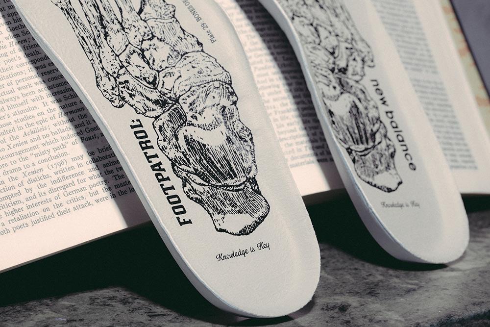 New Balance 1500 x Footpatrol 'Encyclopaedia' (noir et or) (8)