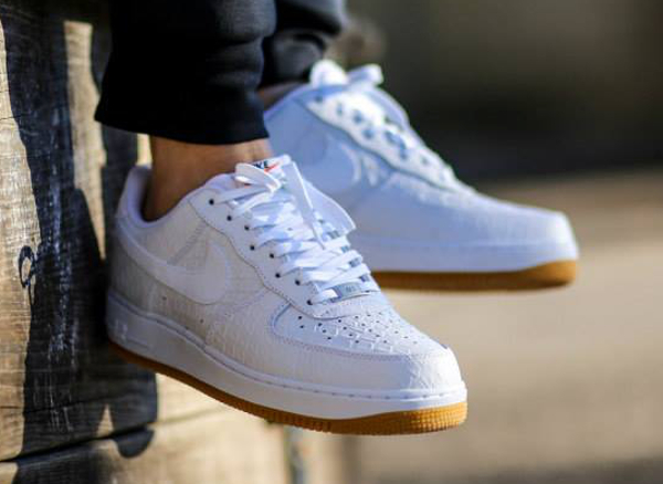 premium selection 32da5 e79c4 Nike Air Force 1 Low  07 LV8 Python aux pieds (1)