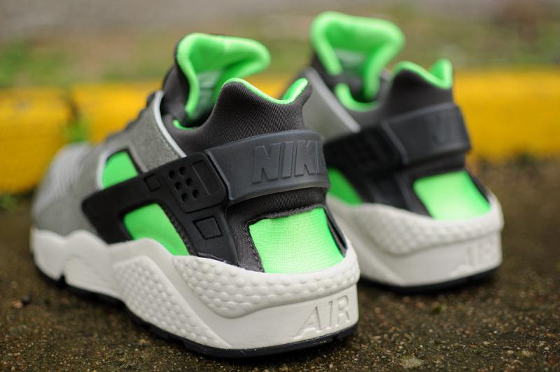 Nike Air Huarache Mine Grey Mid Fog-Poison Green (1)