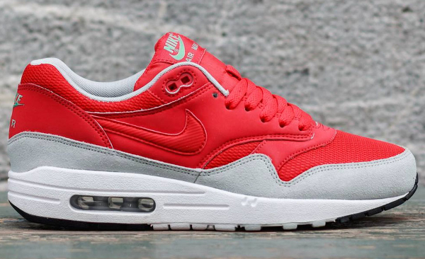nike air max essential daring red