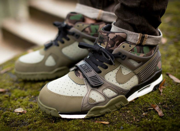 Nike Air Trainer 3 'Camouflage' aux pieds (1)