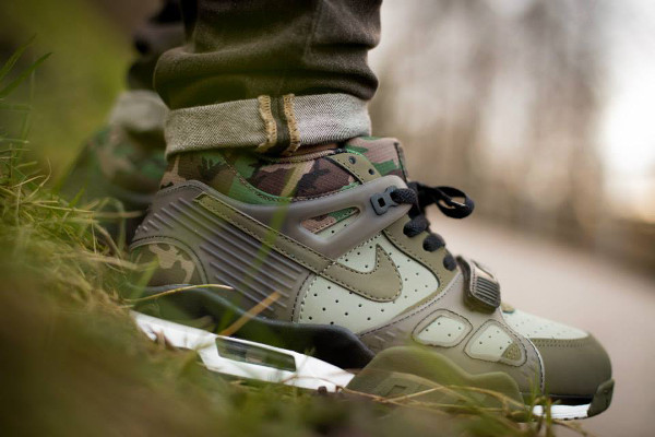 Nike Air Trainer 3 'Camouflage' aux pieds (7)