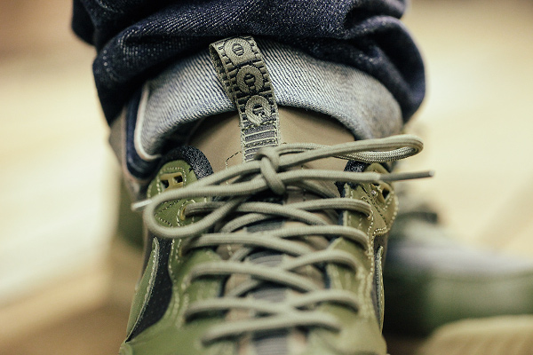 Nike Air Wildwood LE PRM QS Black Olive Bamboo aux pieds (2)