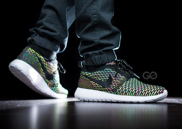 official photos 89674 e026d Nike Flyknit Roshe ID Multicolor aux pieds (2)