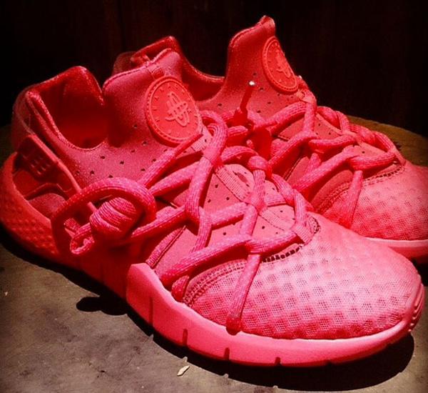 Nike Huarache NM Hyper Crimson